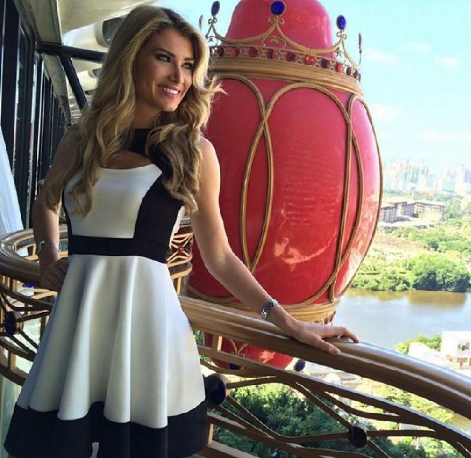 mireia lalaguna, miss world 2015. - Página 7 Dorhfl10