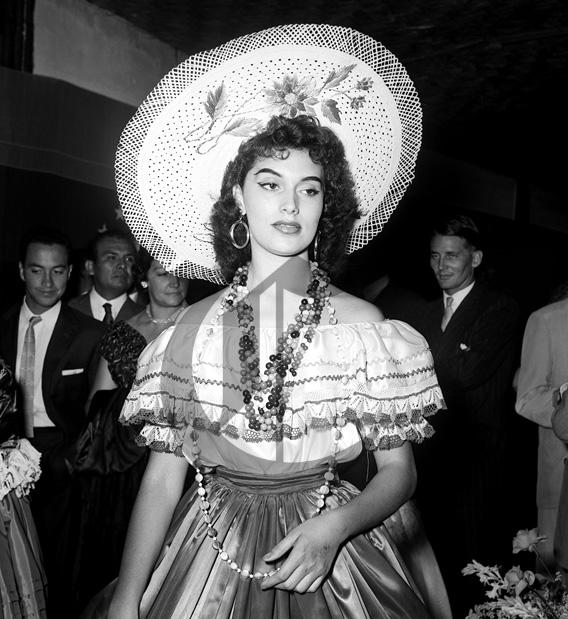 gladys zender, miss universe 1957. primera latina a vencer este concurso. Gladys10