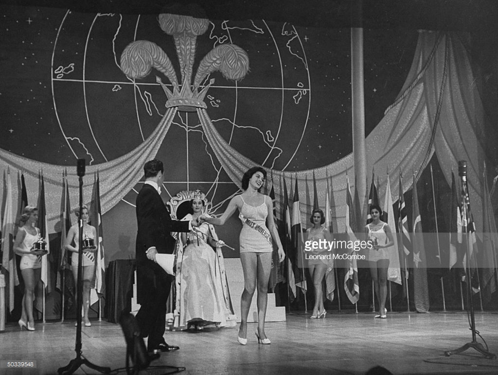 gladys zender, miss universe 1957. primera latina a vencer este concurso. - Página 3 Lakdtl10