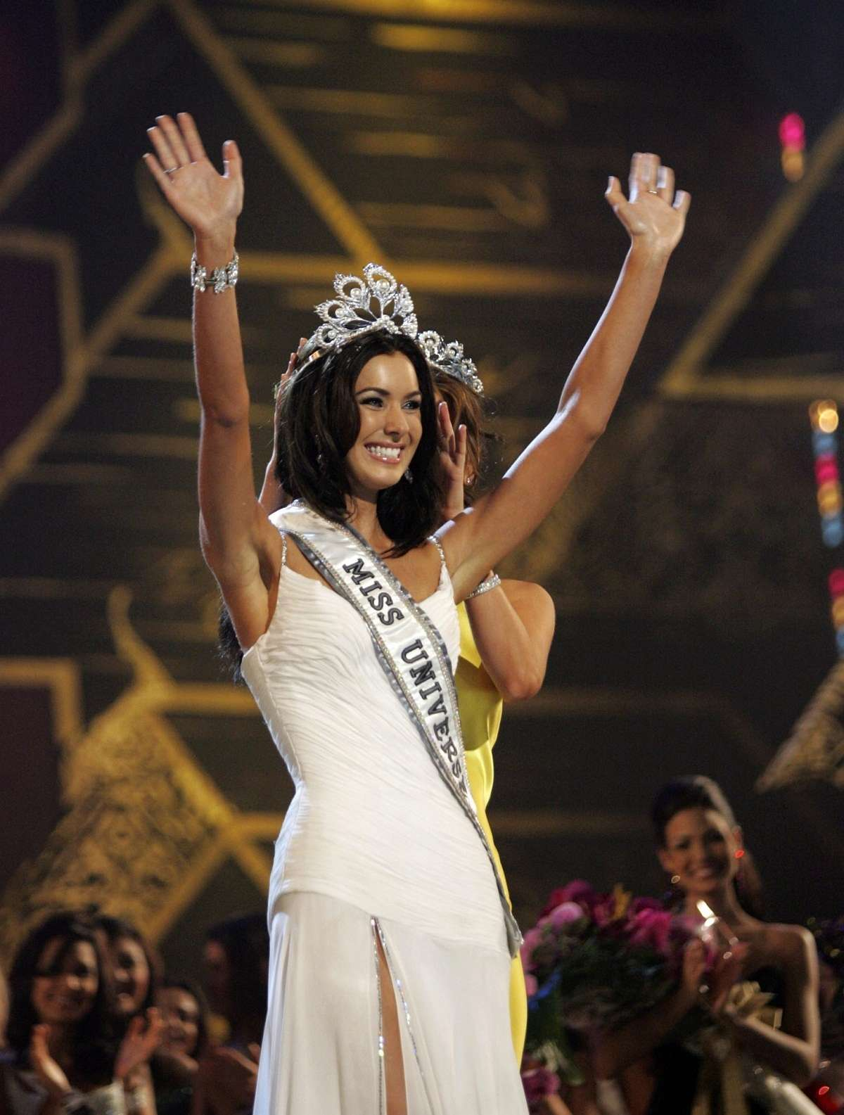 natalie glebova, miss universe 2005. - Página 4 Miss-u13