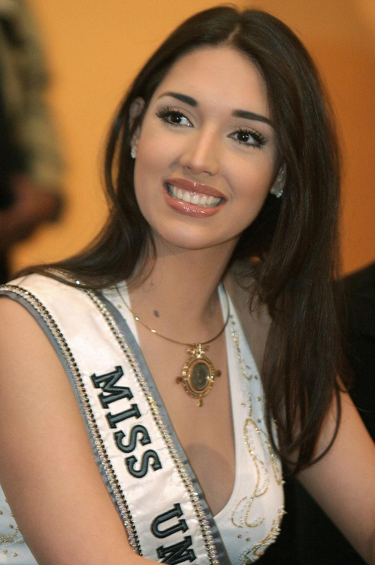 ════ ∘◦❁◦∘ ════ Amelia Vega, Miss Universe 2003. ════ ∘◦❁◦∘ ════ - Página 8 Miss-u19