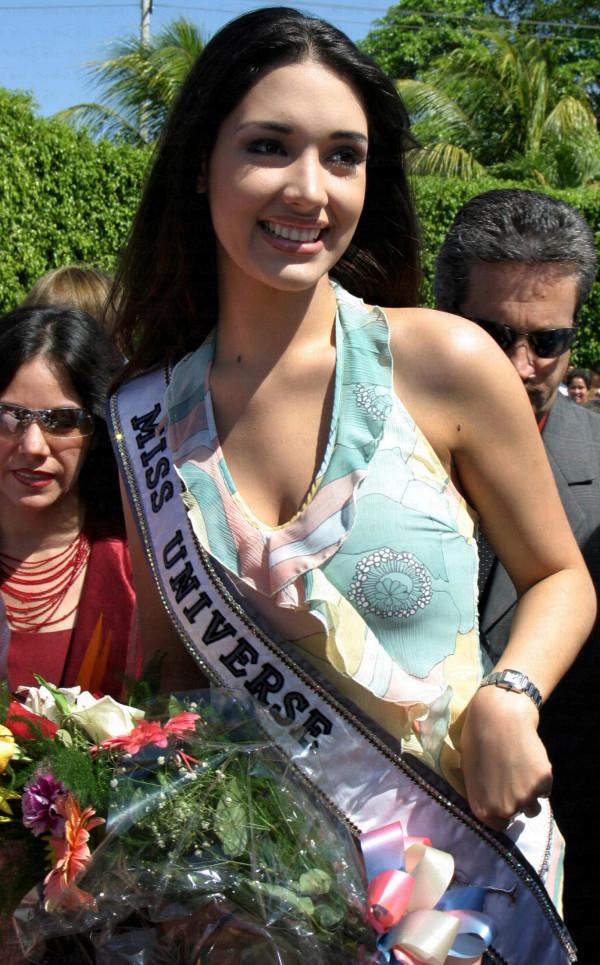 ════ ∘◦❁◦∘ ════ Amelia Vega, Miss Universe 2003. ════ ∘◦❁◦∘ ════ - Página 10 Post-112