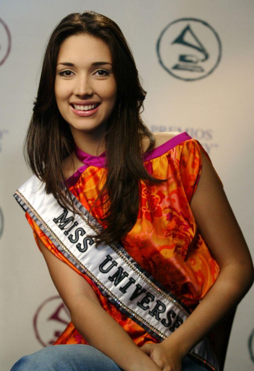 ════ ∘◦❁◦∘ ════ Amelia Vega, Miss Universe 2003. ════ ∘◦❁◦∘ ════ - Página 10 Social10