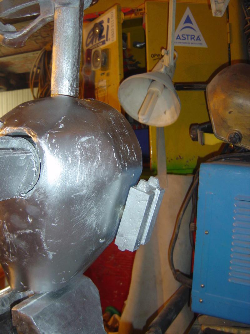 Flo la serveuse droide de star wars tille réelle en bois Dsc01632