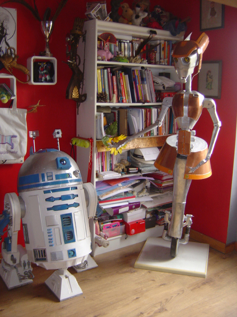 Flo la serveuse droide de star wars tille réelle en bois Dsc01633