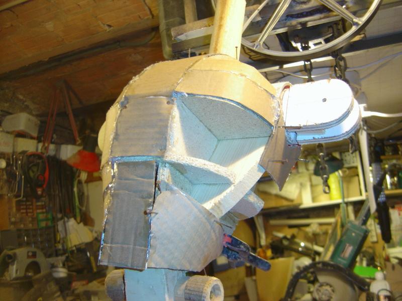 Flo la serveuse droide de star wars tille réelle en bois Wa-7_j14