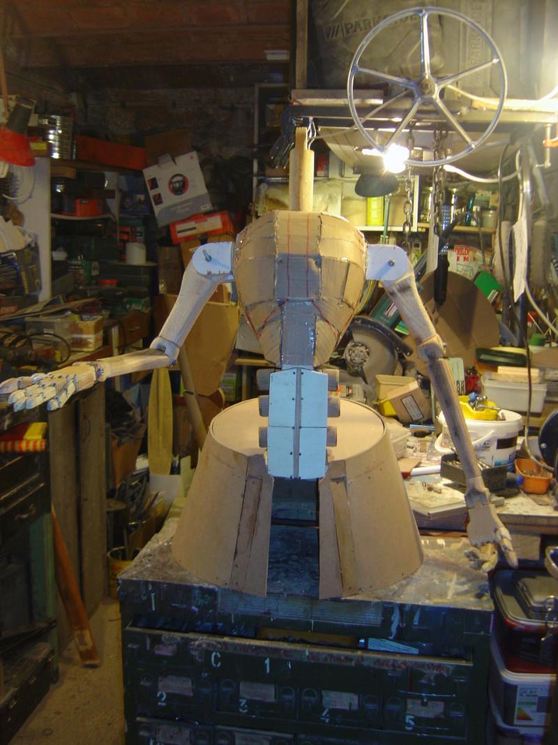 Flo la serveuse droide de star wars tille réelle en bois Wa-7_l15