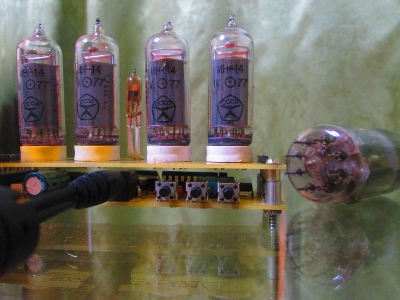 """Часы-термометр-будильник на лампахт ИН-14 """"Элиза"""" Img_0721"""