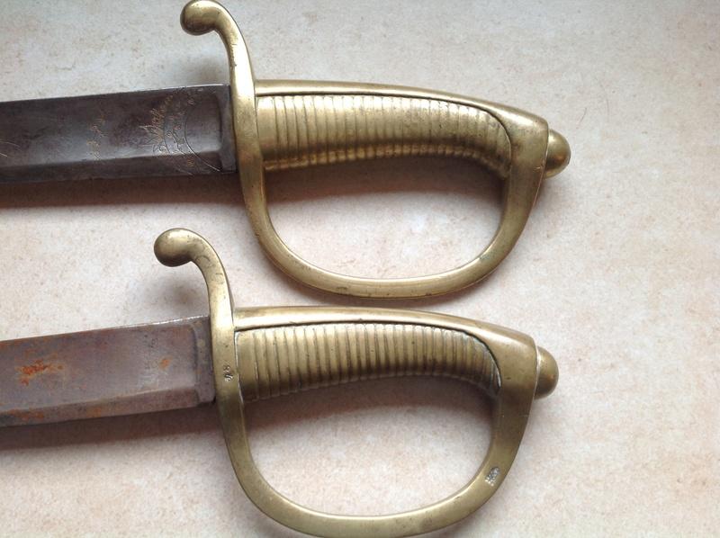 Identification et estimation de deux sabre briquet et un reste d'épée Img_0824