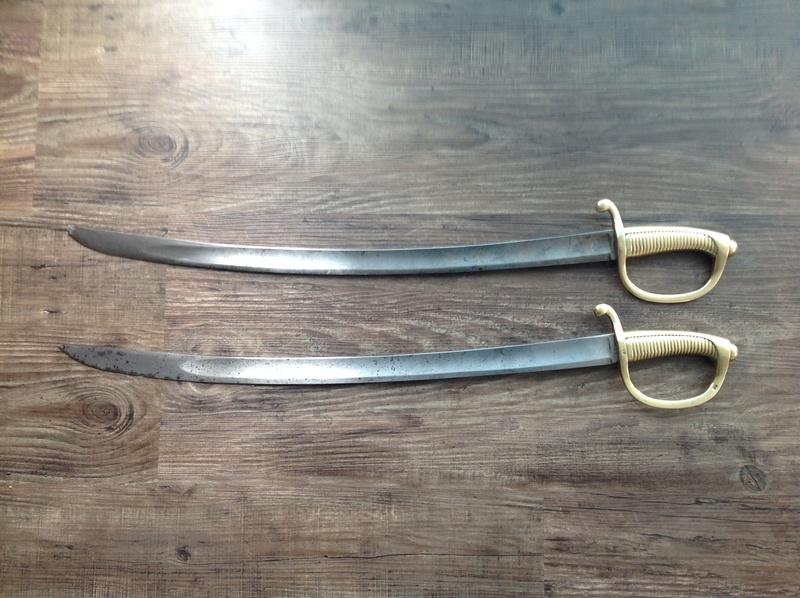 Identification et estimation de deux sabre briquet et un reste d'épée Img_2113