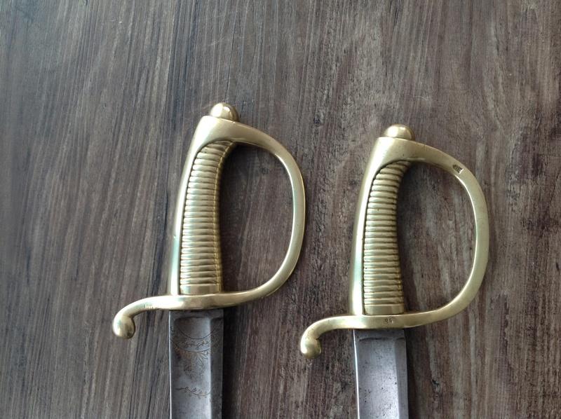 Identification et estimation de deux sabre briquet et un reste d'épée Img_2114