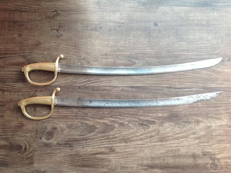 Identification et estimation de deux sabre briquet et un reste d'épée Img_2117