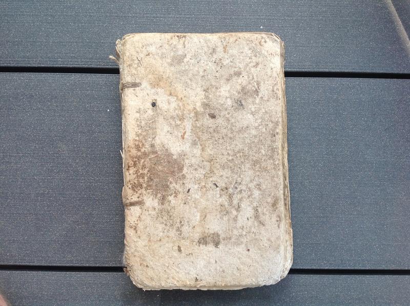 Estimation de deux vieux livre (1724 et 1787) Img_2226