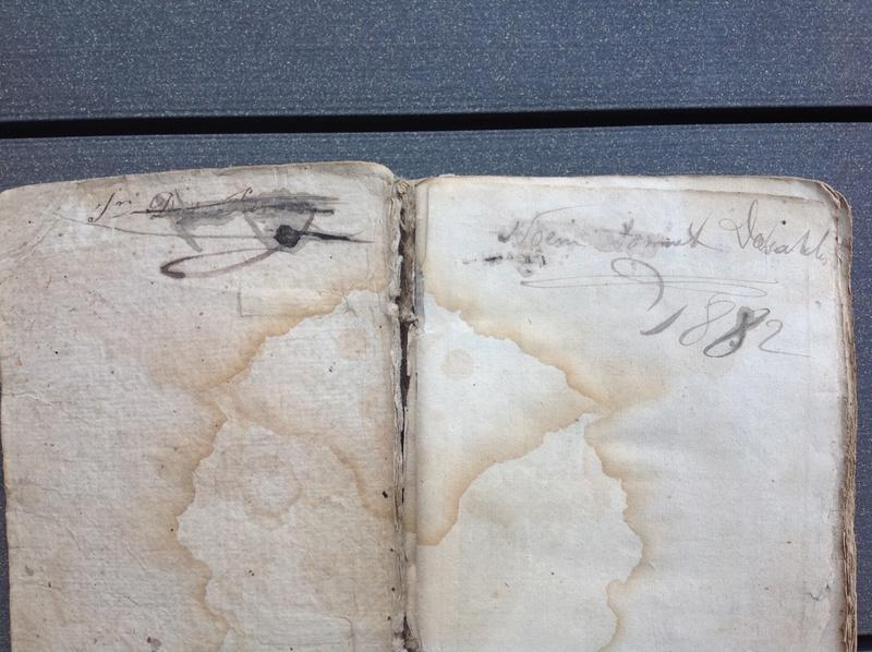 Estimation de deux vieux livre (1724 et 1787) Img_2227