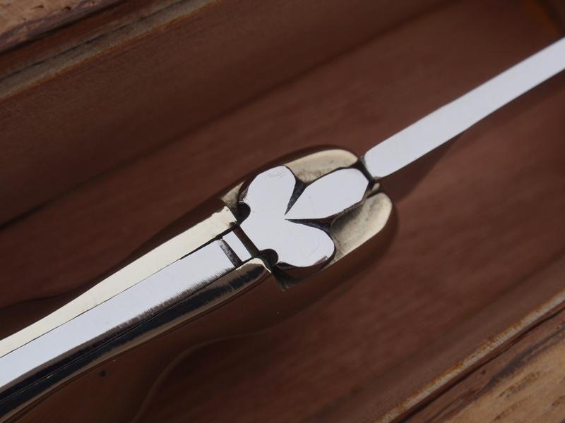 La collection de Couper au couteau - Page 22 Pb024928