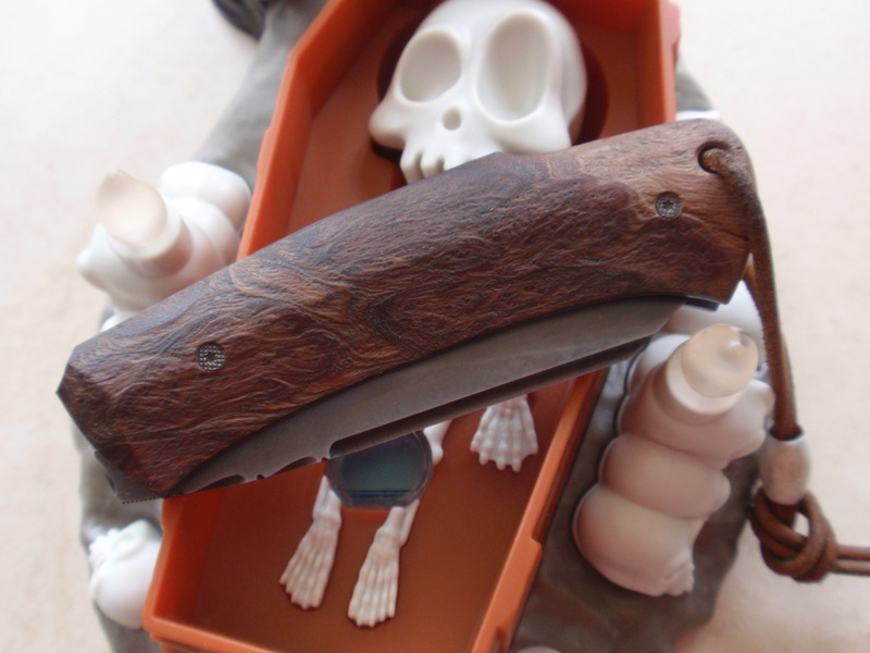 La collection de Couper au couteau - Page 21 Pc305011