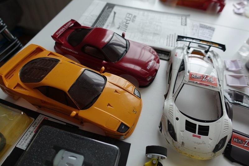 Chassis MR03 jaune 100€  ou avec lot de pièces pour 190€ Dsc01317