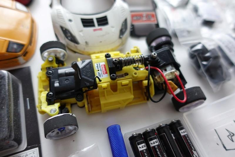 Chassis MR03 jaune 100€  ou avec lot de pièces pour 190€ Dsc01318