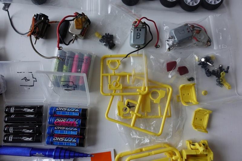 Chassis MR03 jaune 100€  ou avec lot de pièces pour 190€ Dsc01320
