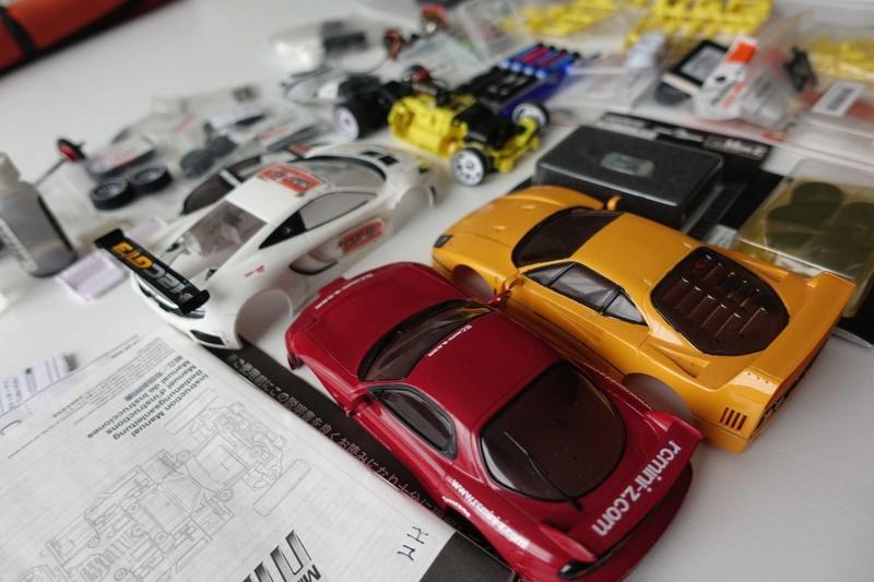 Chassis MR03 jaune 100€  ou avec lot de pièces pour 190€ Dsc01323