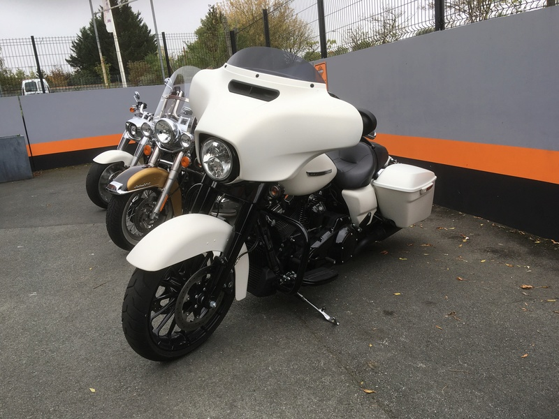 Street Glide 2018 VS Street Glide Special 2018 - Page 5 Img_0515