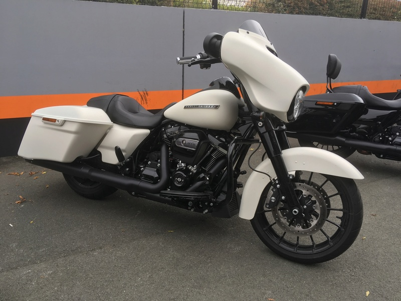 Street Glide 2018 VS Street Glide Special 2018 - Page 5 Img_0516