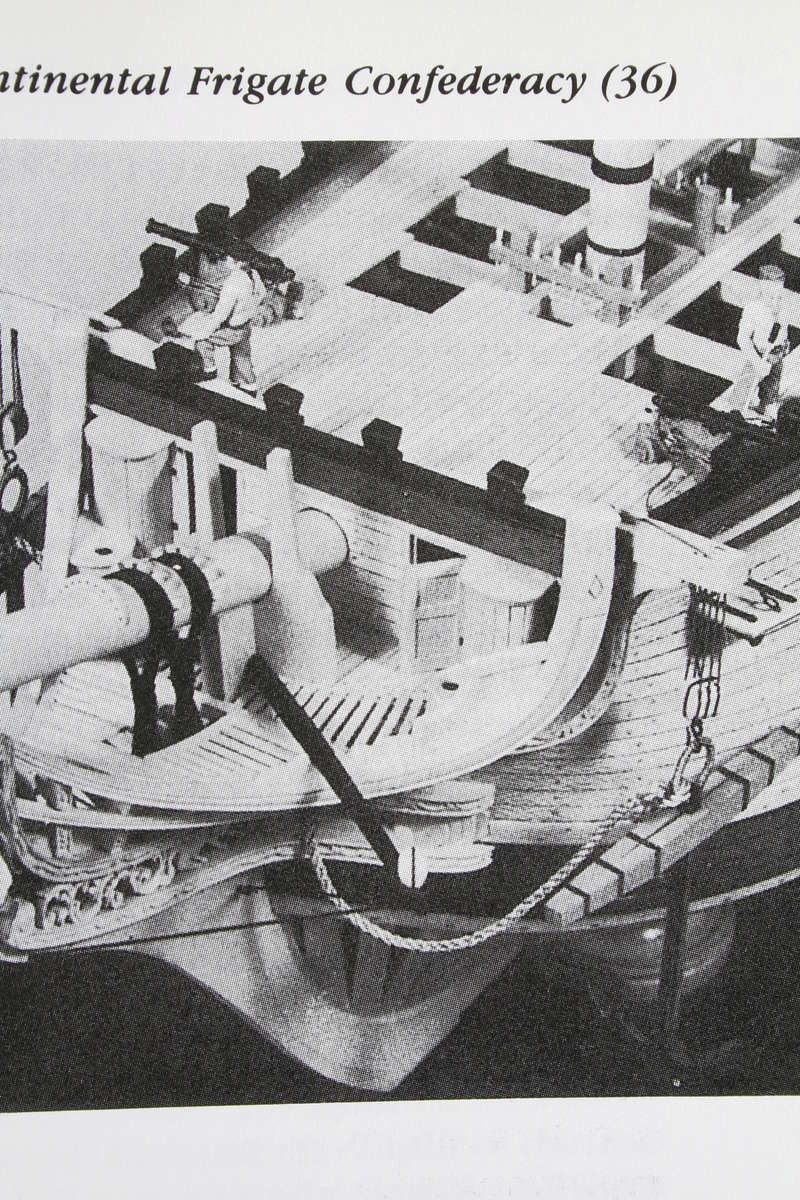 La Confederacy de 1772 au 1/64 par Model Shipways - Page 5 Img_2546