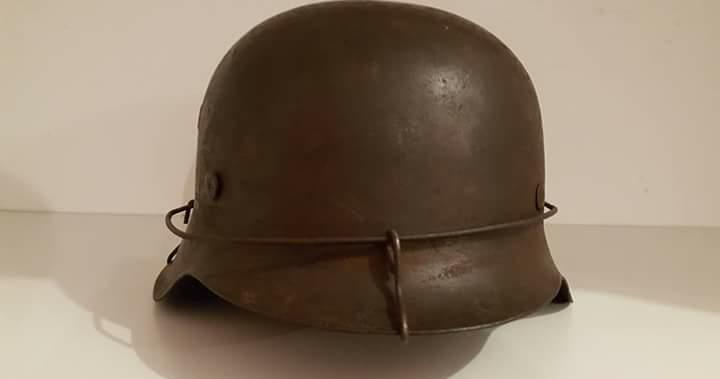 casque allemand grillagé modèle 42 1 insigne Screen10