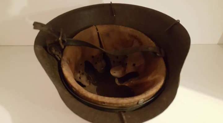 casque allemand grillagé modèle 42 1 insigne Screen11
