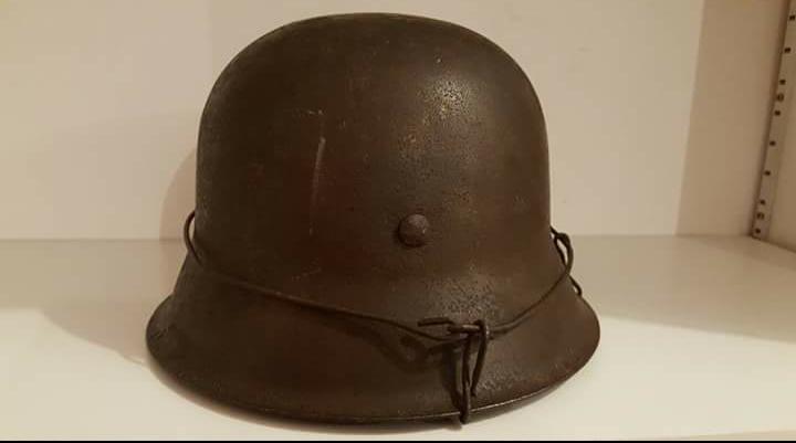 casque allemand grillagé modèle 42 1 insigne Screen12