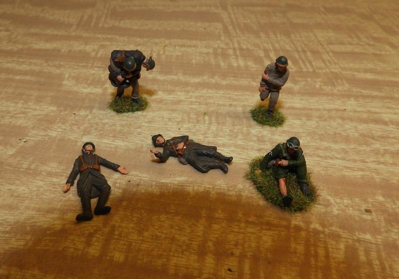 Mécaniciens, blessés, équipages (cavalerie et BCC) de blindés, 1/72 Dscn0620