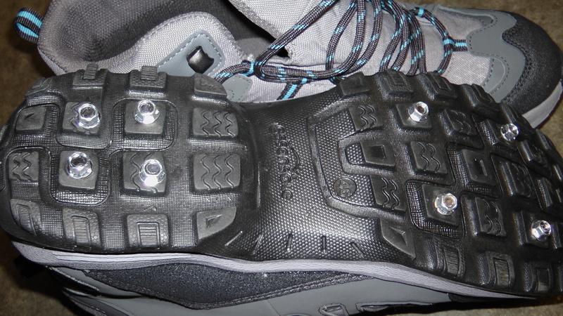 Chaussures de Wading cloutées à 30 euros H5490013