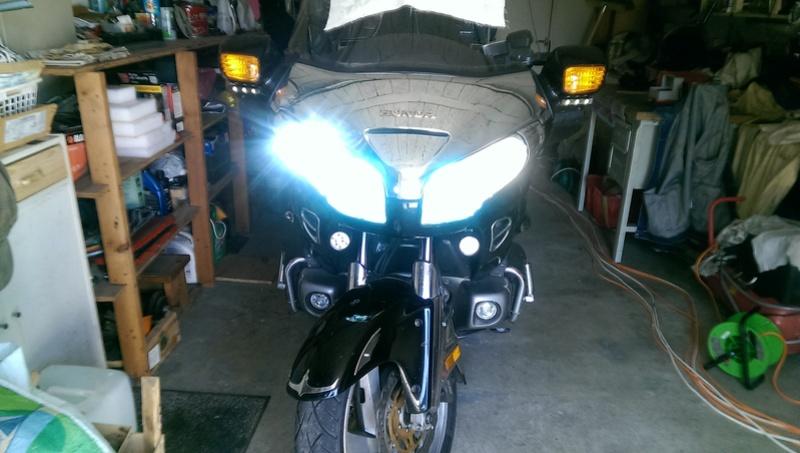 Changement ampoules de phares (pas les codes) Imag2814
