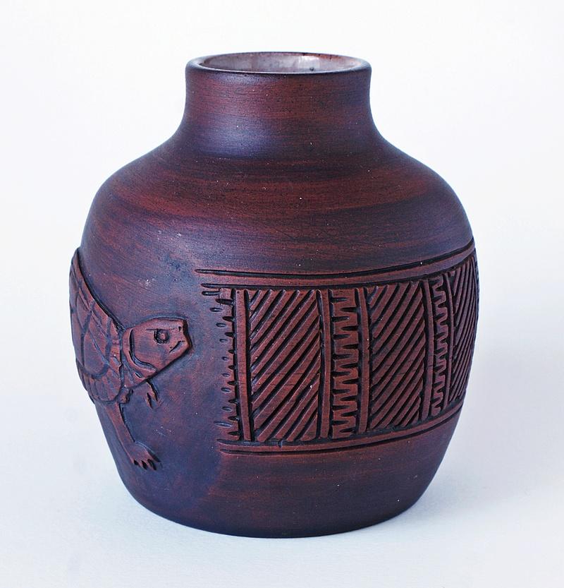 Pottery Vase - Turtle Motto. Dsc03527