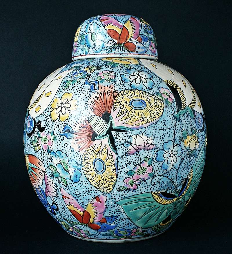 Large Chinese Ginger Jar - Moth Motto. Dsc03614