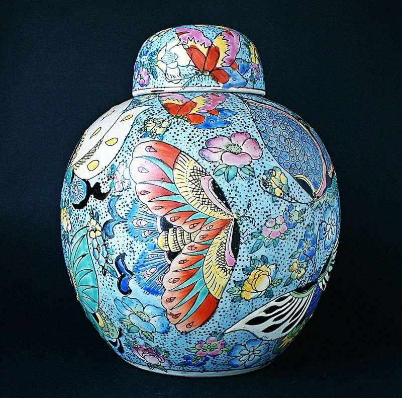 Large Chinese Ginger Jar - Moth Motto. Dsc03615