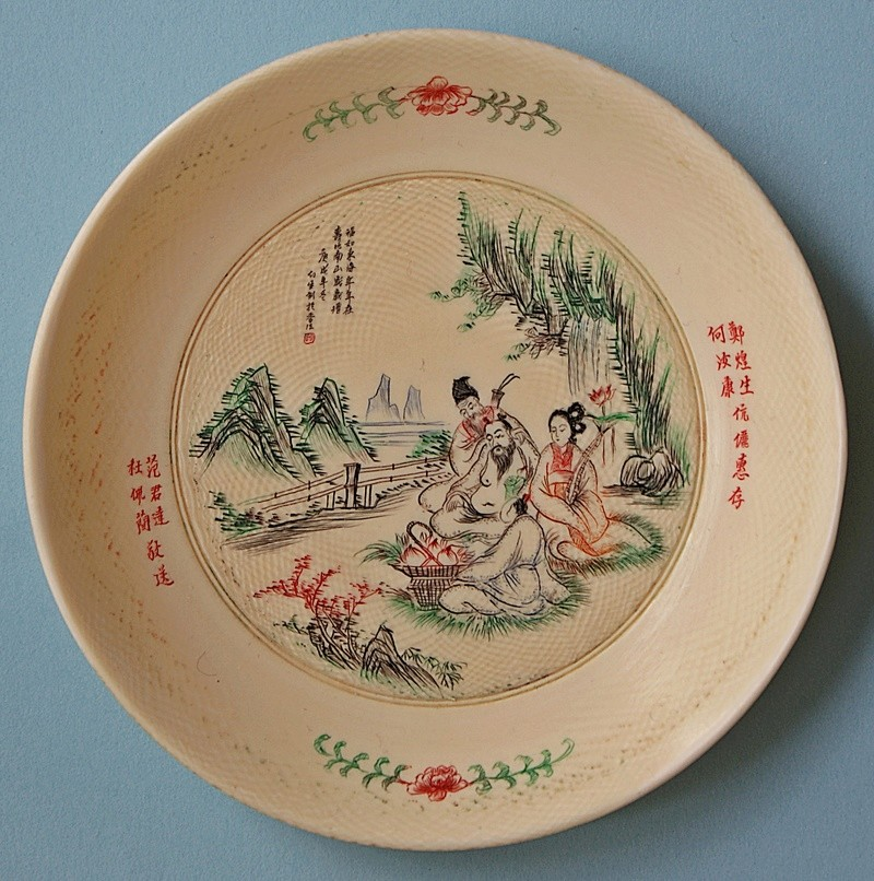 Small Chinese/Japanese small dish with carved incised figures/characters Dsc03910