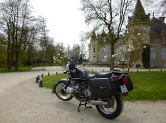 Photos de vous et de votre moto devant ....un château  - Page 15 Thillo10