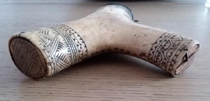 Poire a poudre 17 eme siecle en ivoire peut etre .... ?... 20180212