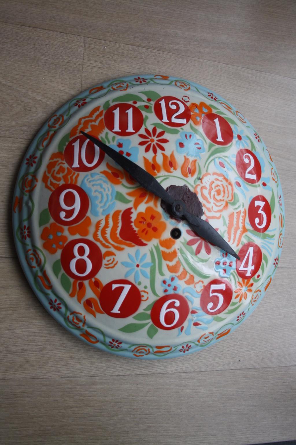 Horloge ronde bombée tôle émaillée Img_0010