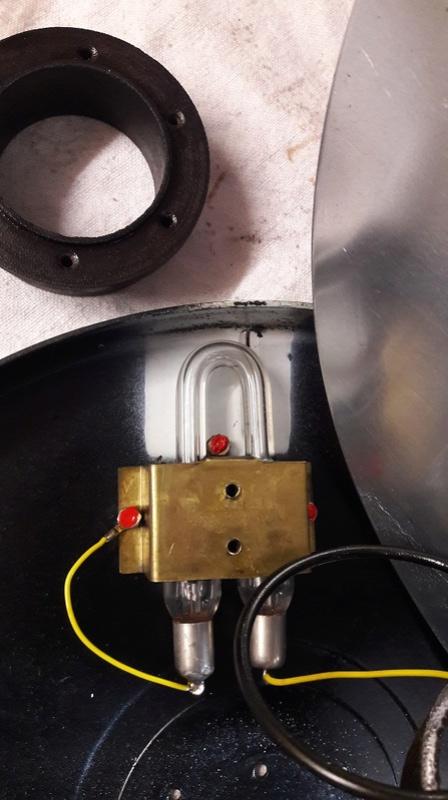 Banc Souriau et condensateurs Lampe_12