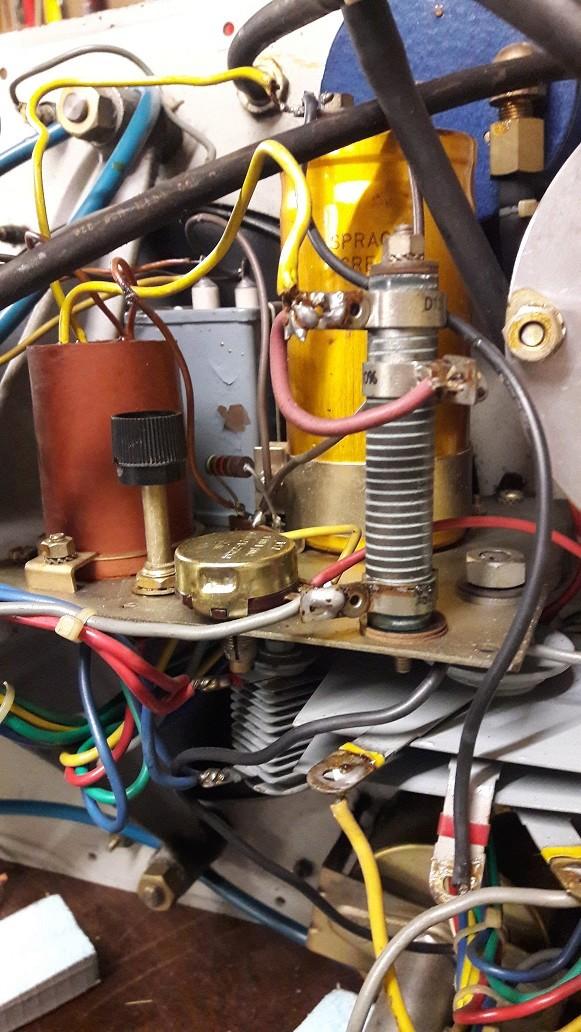 Banc Souriau et condensateurs Vue_de10