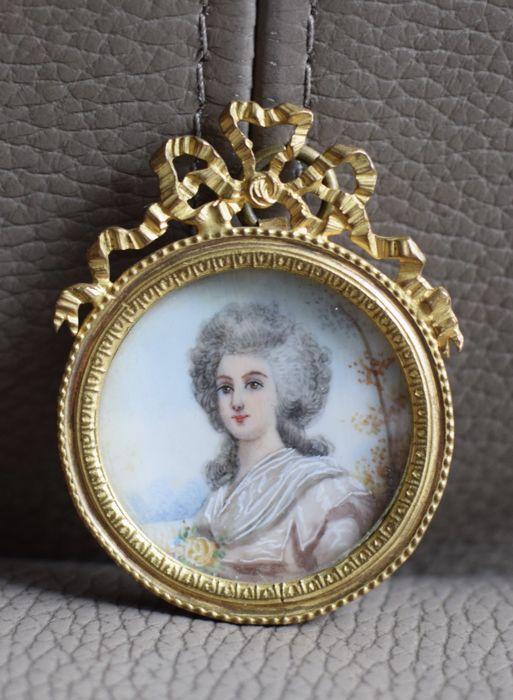 A vendre: miniatures de Marie Antoinette et de ses proches - Page 13 2e6ea810