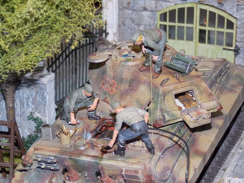 King Tiger à l'entretien Chateau de Chanteloup Aout 44       Projet terminé  - Page 6 Dscn5980