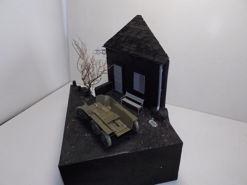 M8 Greyhound TAMIYA avec intérieur Verlinden et décor PATROSS 1/35 Dscn6279