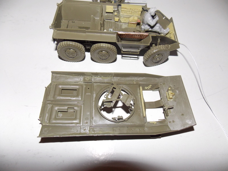 M8 Greyhound TAMIYA avec intérieur Verlinden et décor PATROSS 1/35 Dscn6291