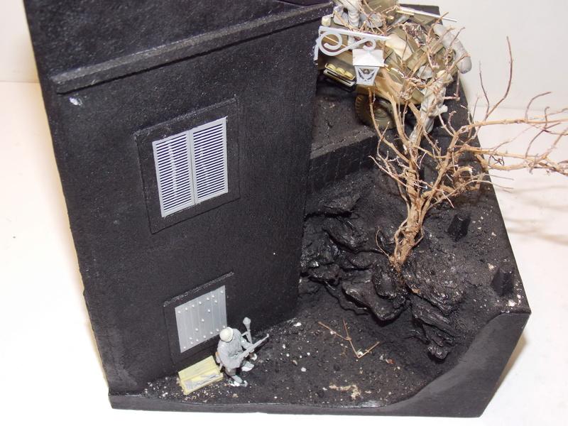 M8 Greyhound TAMIYA avec intérieur Verlinden et décor PATROSS 1/35 - Page 2 Dscn6349