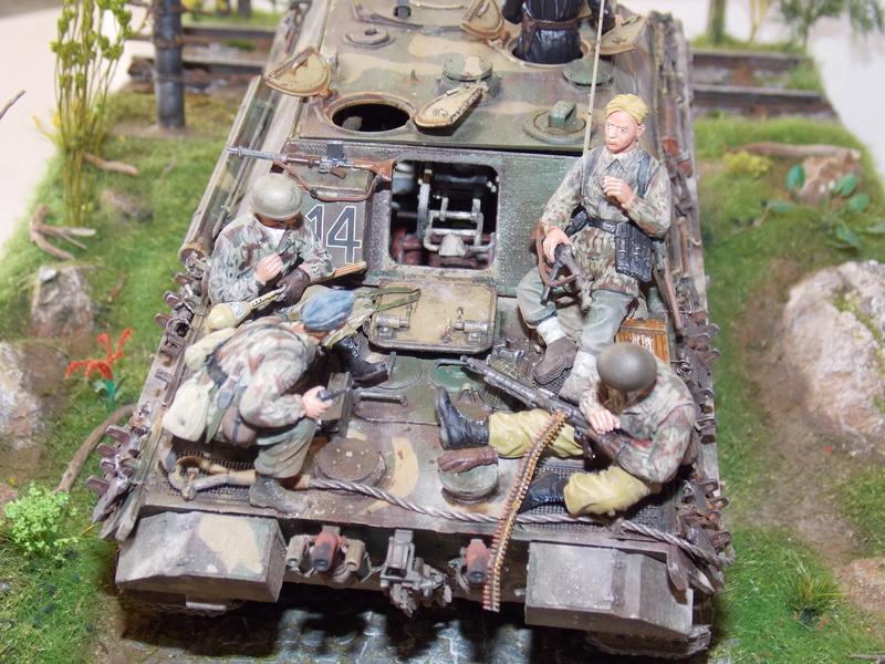 Jagdpanther, Fallschirmjäger et décor perso (Dragon 1/35) - Page 7 Dscn6428