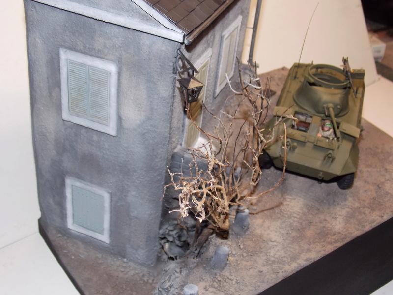 M8 Greyhound TAMIYA avec intérieur Verlinden et décor PATROSS 1/35 - Page 3 Dscn6441