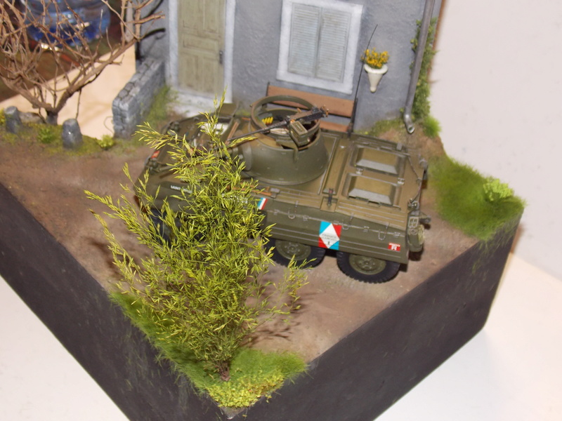 M8 Greyhound TAMIYA avec intérieur Verlinden et décor PATROSS 1/35 - Page 4 Dscn6461